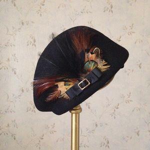 Black Retro Felt Hat with Feathers